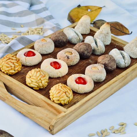 DE TEMPORADA: panellets, bunyols, melindros, tortell de reis, coca de Sant Joan, tortell del ram i coca de llardons.