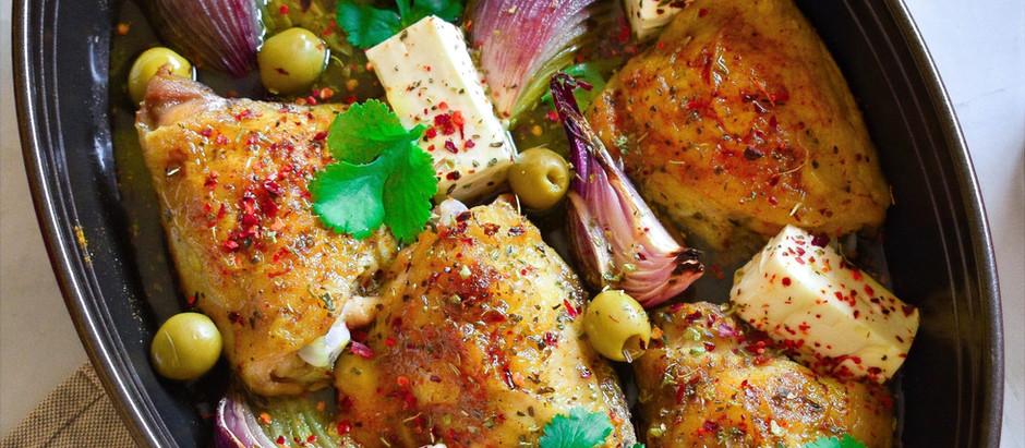 Pollo con queso feta y aceitunas