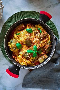 Tallarines con alcachofas y parmesano