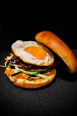 Hamburguesa de pato con salsa hoisin
