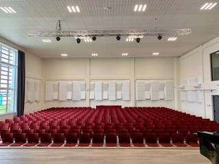 Akustinis sprendimas moderniai naujos mokyklos aktų salei