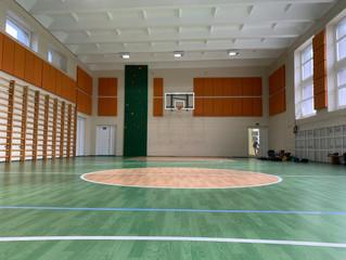 Akustinis projektas mokyklos sporto salėje