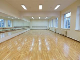 Choreografijos salės akustika ir foninio įgarsinimo sistema