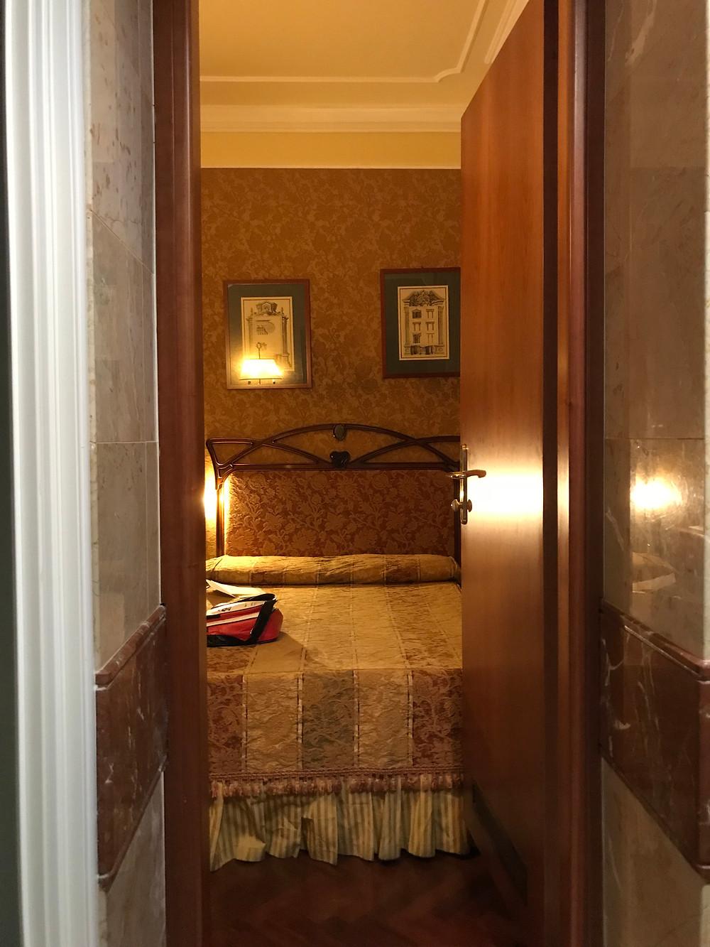 テルミニ駅から地下鉄2駅目の便利な立地のホテルだったけど、周りには何もなし!