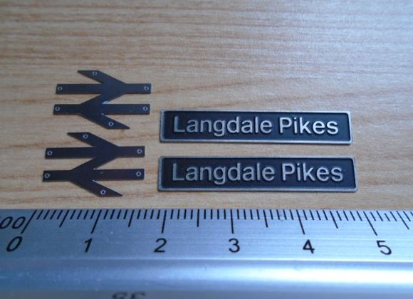 60016 Langdale Pikes with double arrows