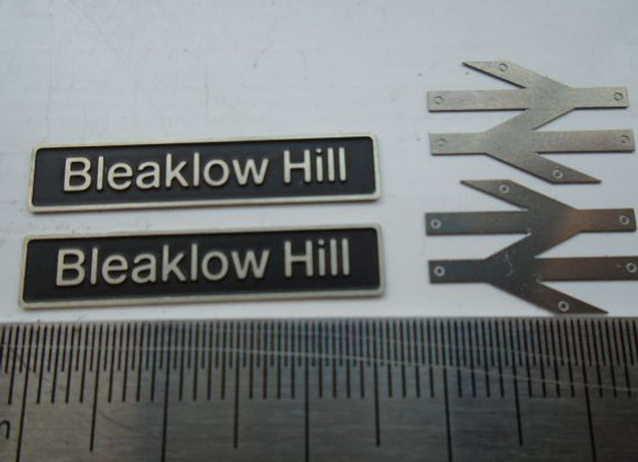 60081 Bleaklow Hill with double arrows