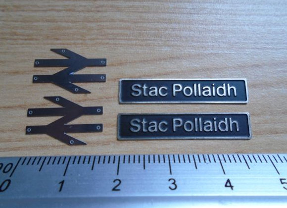 60078 Stac Pollaidh with double arrows