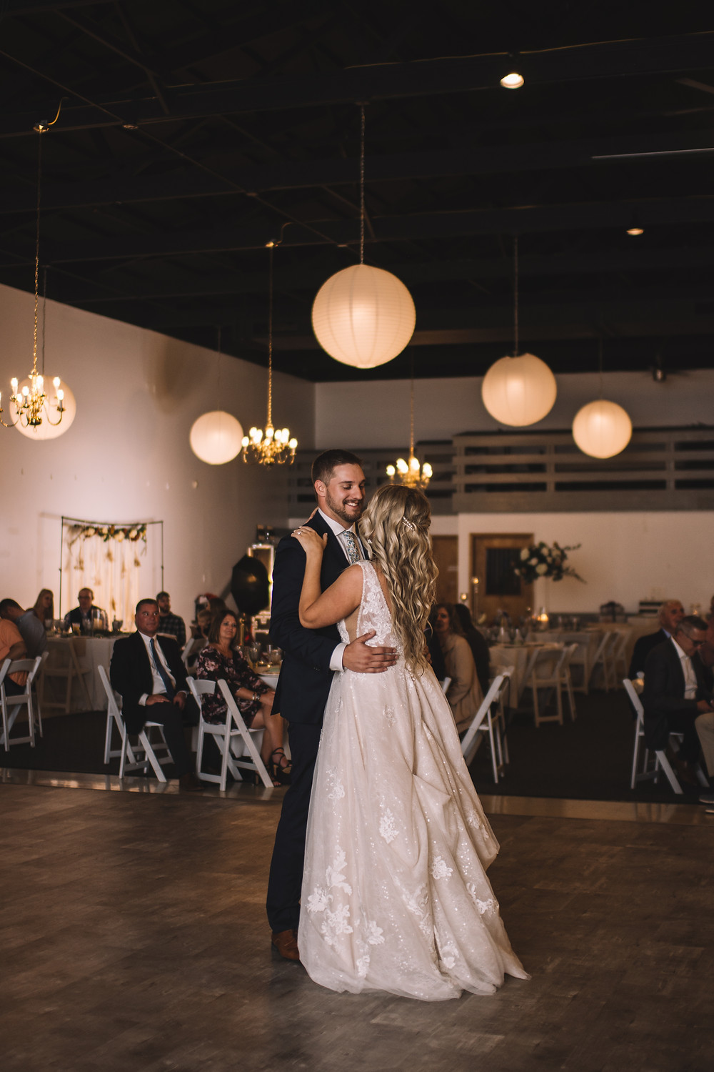 Lincoln Banquet Center, Lincoln, IL, Illinois, Wedding Venue, Central Illinois, Bar, Catering, Handicap Accessible, first Dance, Dance floor, Raised
