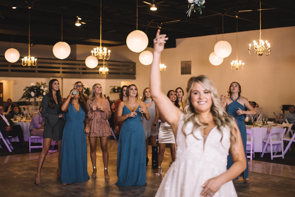 Lincoln Banquet Center, Lincoln, IL, Illinois, Wedding Venue, Central Illinois, Bar, Catering, Handicap Accessible, Bouquet Toss, Flower Toss, Reception