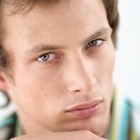 טיפול פנים מטהר לגבר