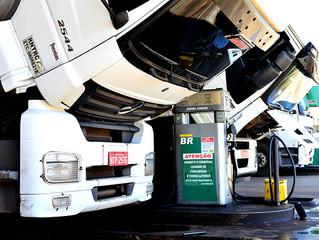 Aumento nas refinarias pode deixar litro do diesel R$ 0,17 mais caro