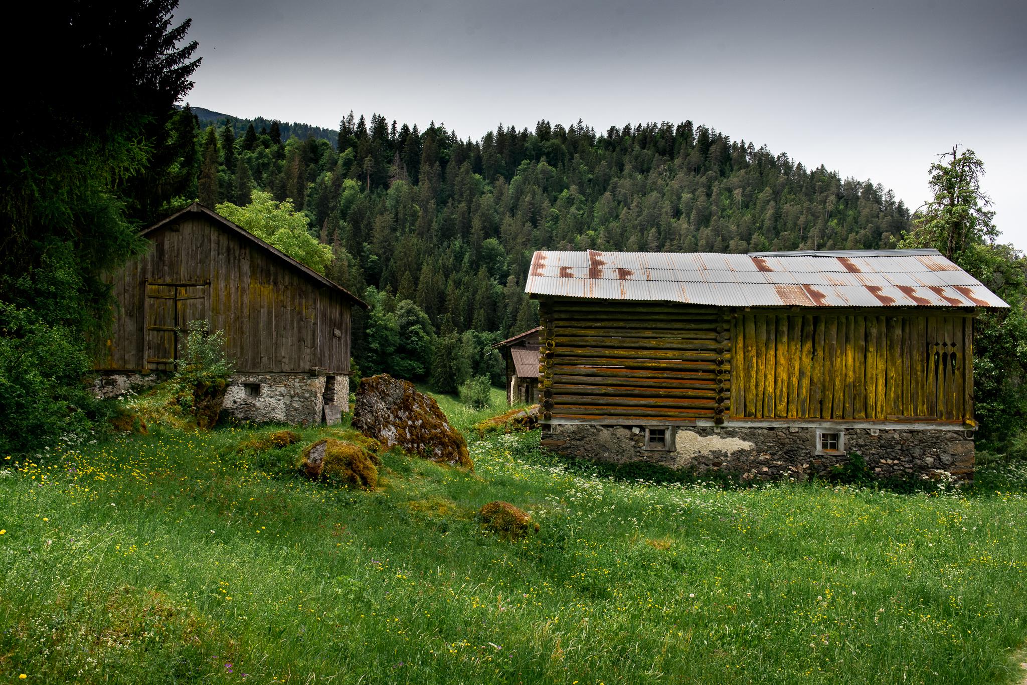 Hütten in der Rheinschlucht