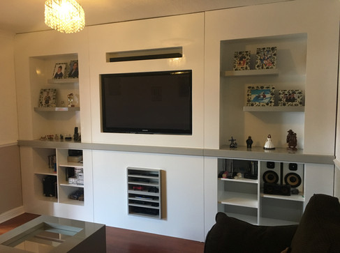 Inbuilt TV unit with thick shelves gloss