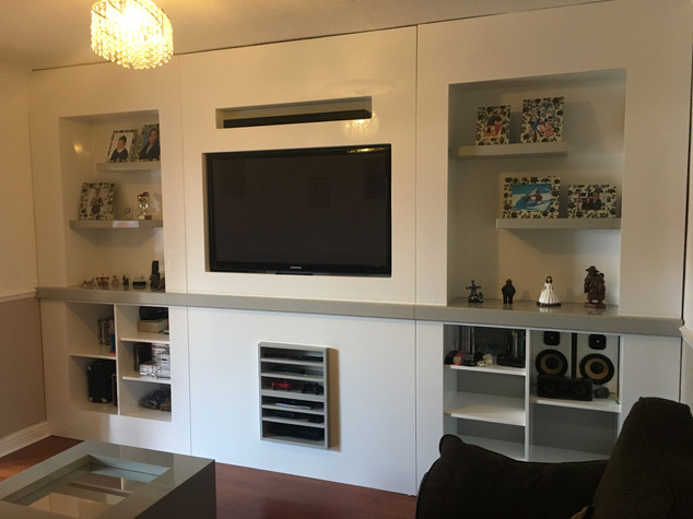 Inbuilt TV unit with thick shelves gloss