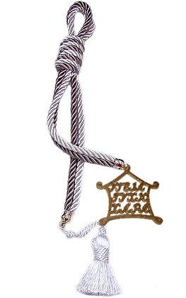 042F.3162 - Γούρι 40cm Σε Τρίκλωνα Κορδόνια, Σπίτι Και Φούντα