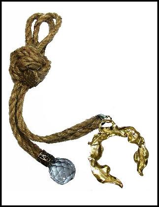 180C.3038Y - Γούρι 35cm Σε Γιούτα Κορδόνια Με Πέταλο Και Κρύσταλλο