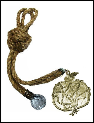 180C.3132Y - Γούρι 35cm Σε Γιούτα Κορδόνια Με Ρόδι Και Κρύσταλλο