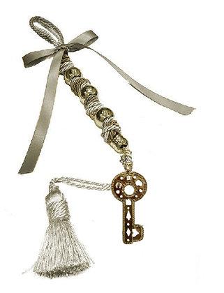 114.3191 - Γούρι 35cm Σε Τρίκλωνο Κορδόνι, Κλειδί, Φούντα, Χάντρες Και Κορδέλα