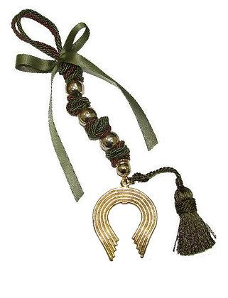 114.3043 - Γούρι 35cm Σε Τρίκλωνο Κορδόνι Με Πέταλο, Φούντα, Χάντρες Και Κορδέλα