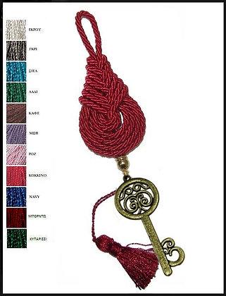 161.3048 - Γούρι 15cm Σε Τρίκλωνο Πλεχτό Κορδόνι, Κλειδί Και Φούντα