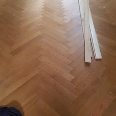 Ducale casale Siena: spina e relativa scala con battiscopa.