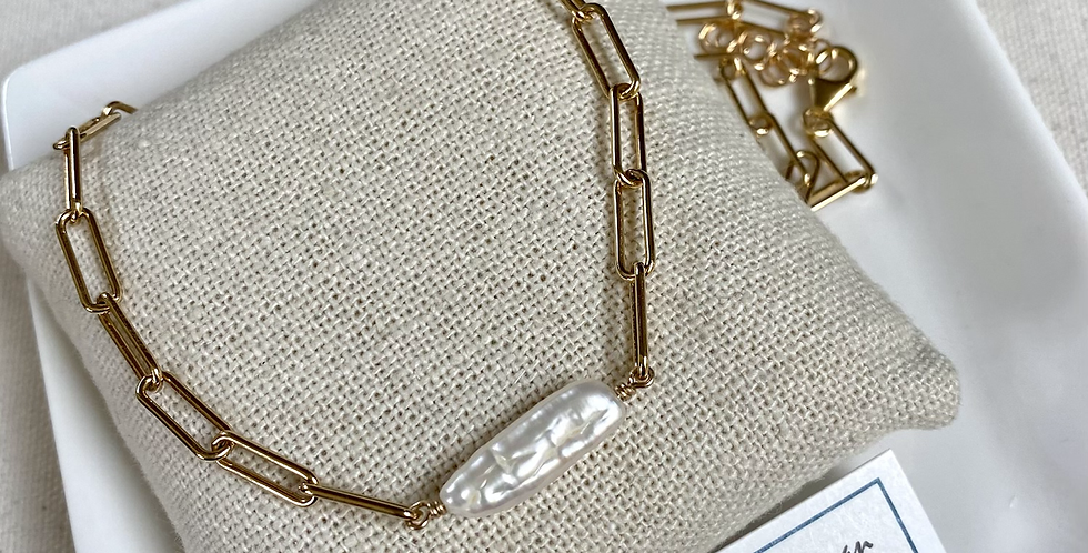 Pearl Bar Necklace - Golden