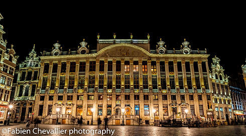 photo de nuit de la grand lace de bruxelles