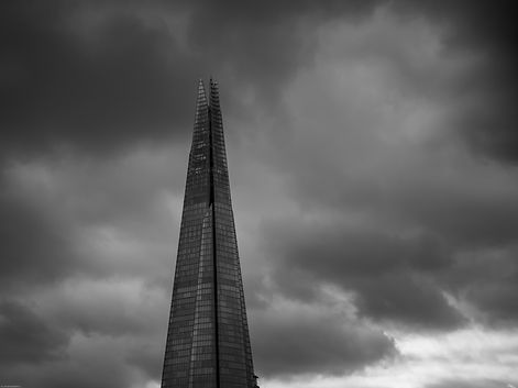 photo noir et blanc the shard à londres