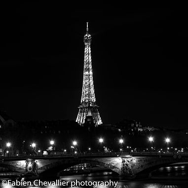 photo de nuit de La tour Eiffel