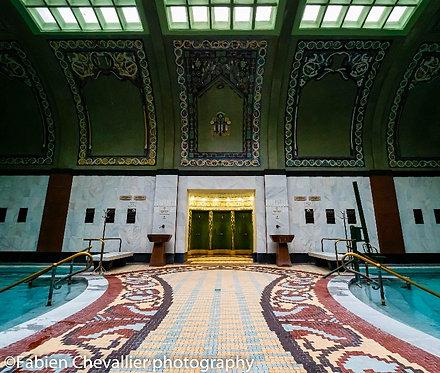 Woman Gellert bath (Budapest)