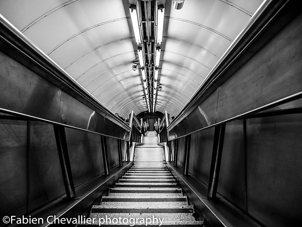 photo noir et blanc du métro de londres