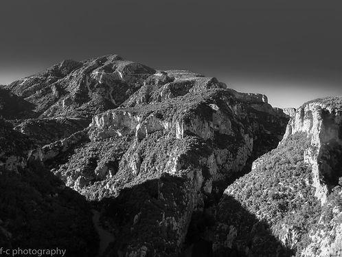 photo en noir et blanc des gorges du verdon