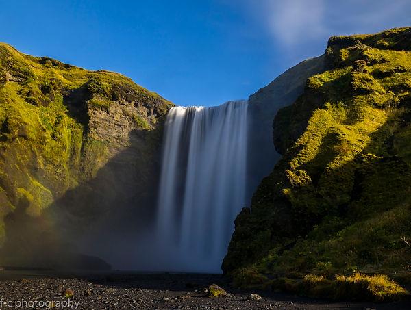 phot de cascade en islande à skogafoss