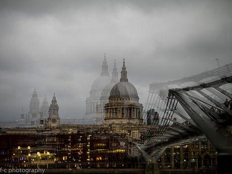 joli photo de la cathédrale saint pual et du pont du millenium à Londres