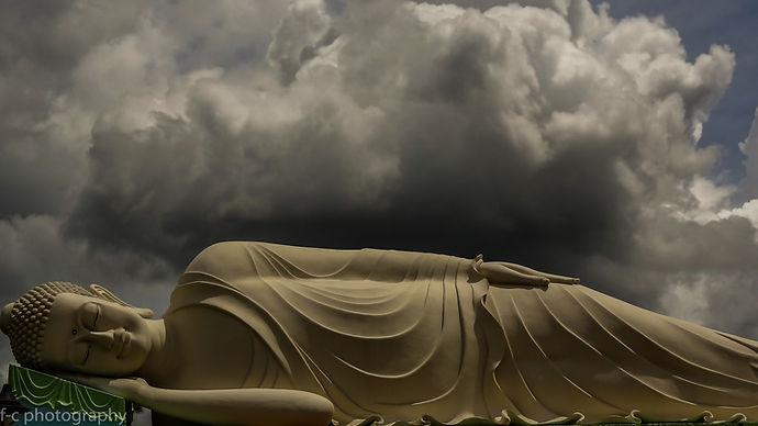 photo de buddha allongé au Viet nam