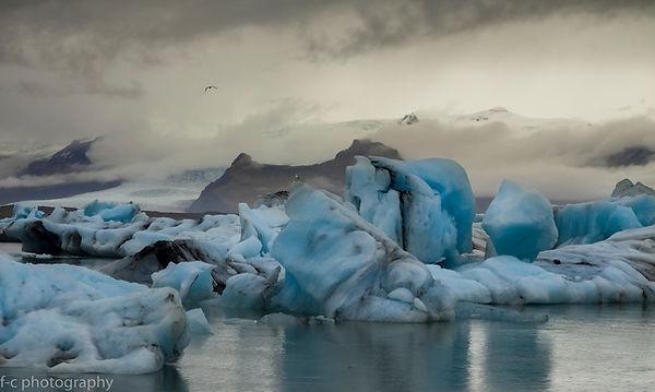 photo de glacier et iceberg bleu en islande