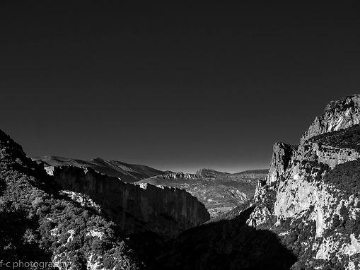 belle photo en noir et blanc des gotges du verdon