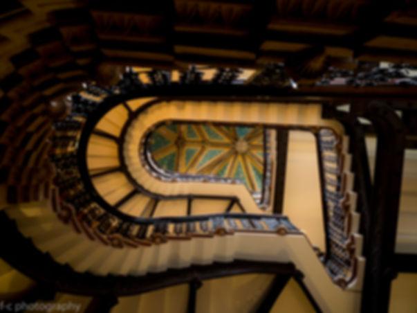 photo d'un esclier de l'hôtel renaissance à londres saint pancras