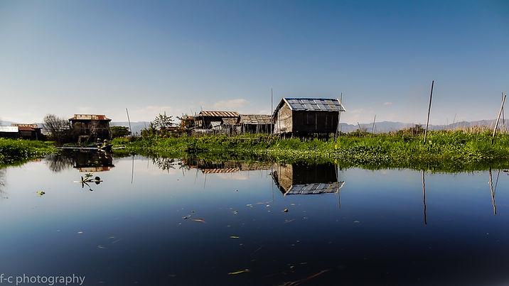 photo de maisons flottantes sur le lac Inle en Birmanie