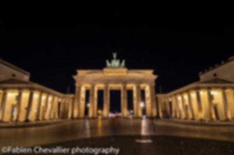 photo de la porte de brandebours à Berlin la nuit