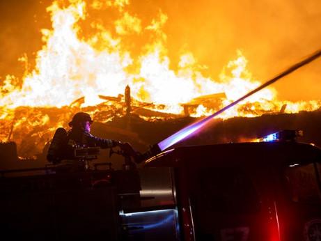 Minneapolis brucia dopo la morte di un afroamericano durante un arresto
