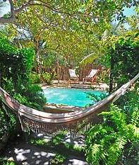 castelo do vento garden and pool