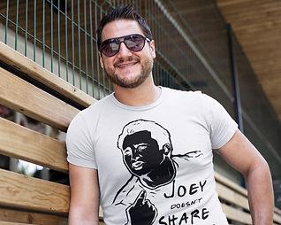 Joey doesn't share food P1.jpg