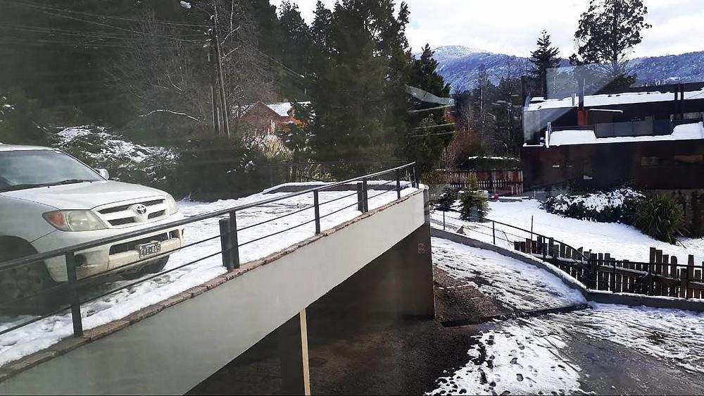 Entrada nevada. Vista desde la recepcion.