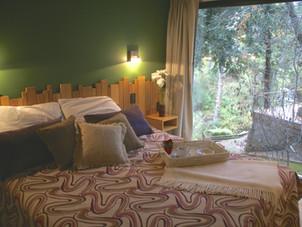 Dormitorio principal con vista al bosque