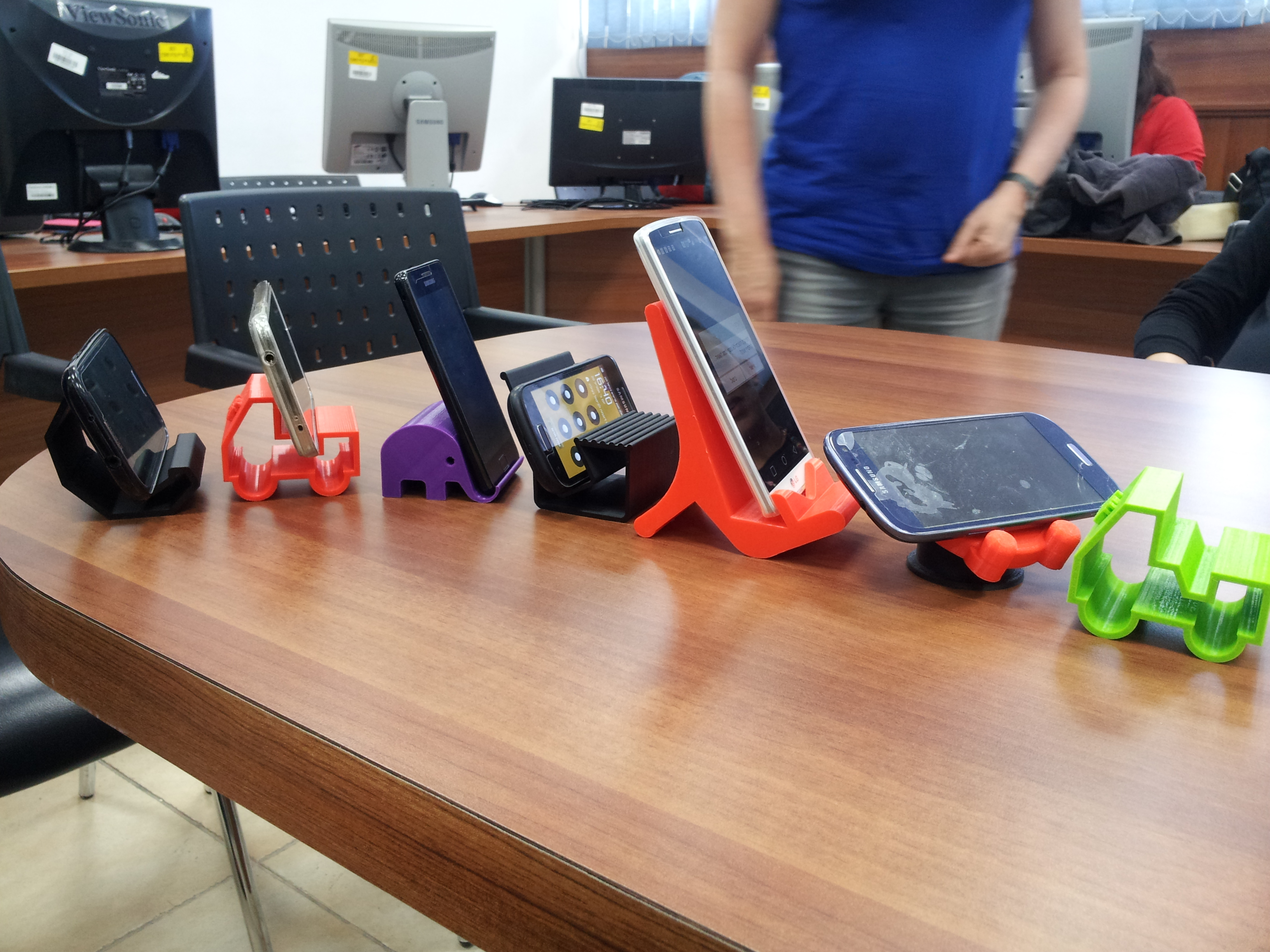 סטנדים לטלפונים בהדפסה תלת מימדית