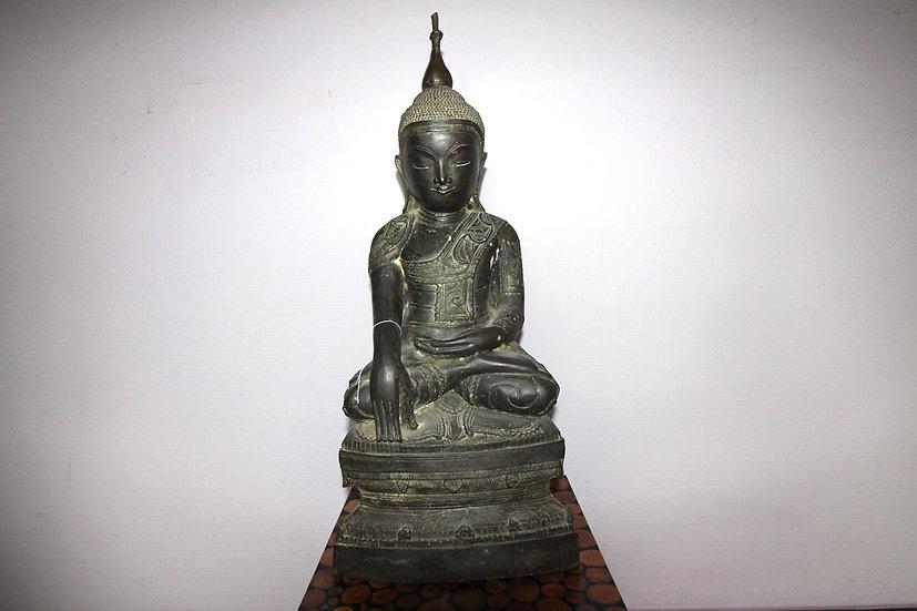 Seated Buddha in bornze Mandalay, Myanmar 19th C.