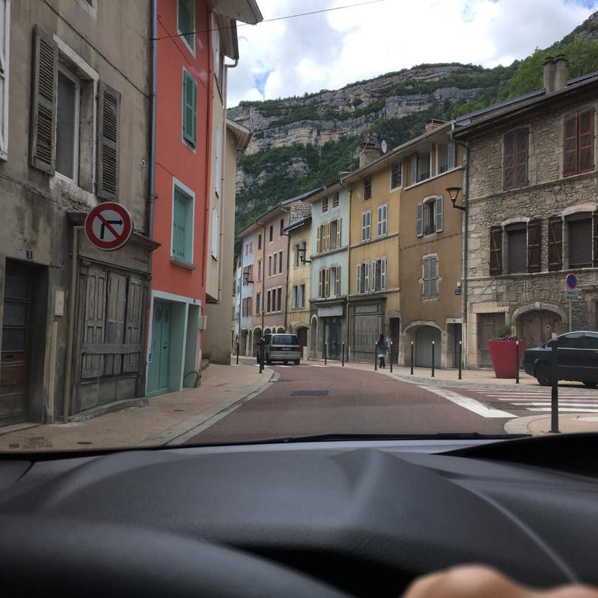 Frankreich Durchfahrt im Dörfchen