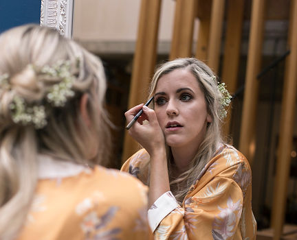 bride putting on her make up