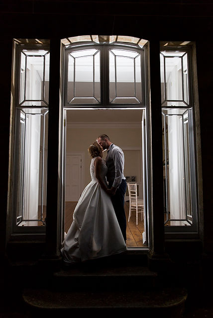 kissing, entrance st tewdrics, flash photography, creative wedding photographer